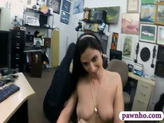 Seksuālā kuce pawns viņai cello un pounded uz the slepenā istaba