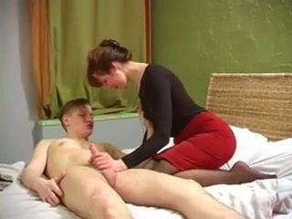 রাশিয়ান মিলফ সঙ্গে সুন্দর muscles হার্ডকোর দ্বারা না তার ছেলে