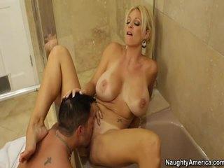 Kuuma blondi kanssa iso töppäys sisään a seksi video-