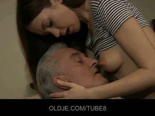Starý človek blows mladý zadok a drobné pička