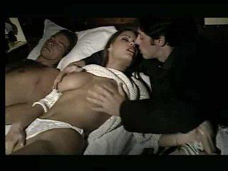 Čudovito bejba being assaulted v postelja video
