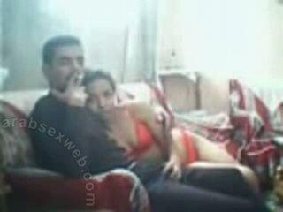 年輕 arab lovers 上 couch-asw1137