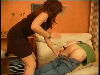 Stepmother fucks ei fiu pentru nu doing lui homework