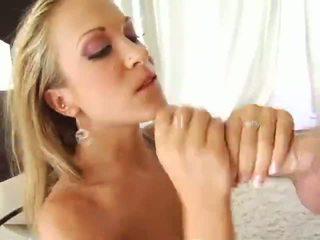 Mooi blond jamie elle alle holes penetrated