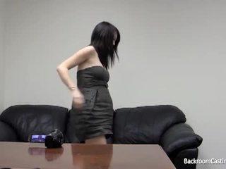 bruneta, análny sex, masturbuje