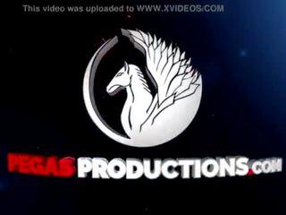 Pegas productions - premier dp ieliet la krūtainas mammīte kelly lee