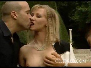 Blondine slet gets double de plezier pijpen openlucht blondine anaal trio kniekousen hardcore klein tieten