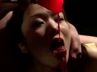 Aziatisch hoe gets heet wax op haar useless lichaam