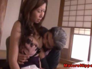 Japans rijpere milf using sexy lingerie