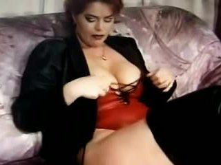 Kira أحمر wanking