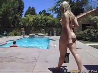 Alexis texas rides egy kövér fasz után taking egy zuhany videó
