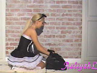 Aaliyah cinta hawt pembantu mengisap sebuah featthis guy duster