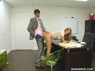 Főnök takes előny a övé szex porn & vonz kerek assistant