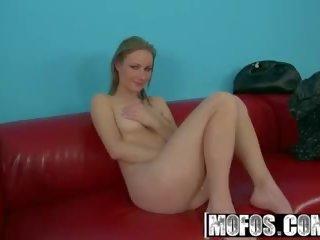 Mofos b sides - petra gets setzen auf die talentsuche couch.
