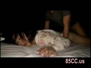Esposa fodido por husbands amigo em o cama 05