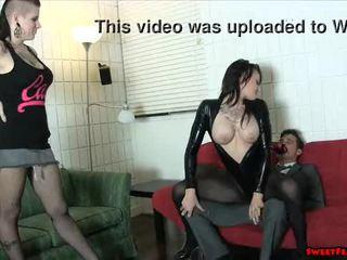 Gotike zoçkë dhe nxehtë mik ballbusting fytyra sitting lesbians