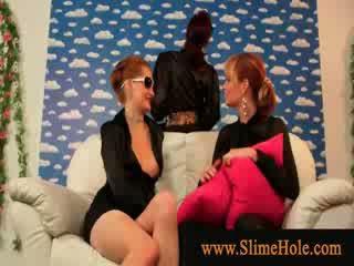 Glamorous lesbiennes toying met fake lul en bukkake slime