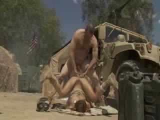 Excited jadra holly receives fucked grūti un cummed līdz an armija soldier