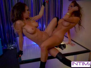 Jessica jaymes en abigail mac striptease een neuken voor u.