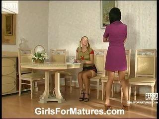 Rosaline en ottilia pussylicking mam binnenin activiteit