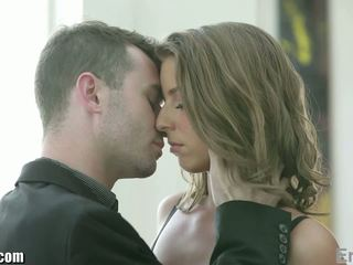 Eroticax romantic cuplu futand înainte partying