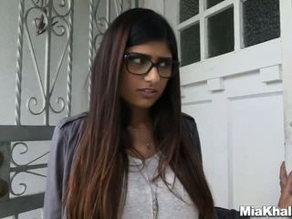 Mia khalifa wants a monstras seksas tryse