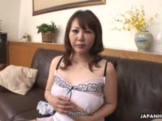 Голям бюст домакиня waka kano е wearing тя любими бял