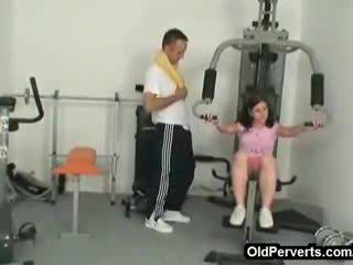 他媽的 在 一 私人 健身房