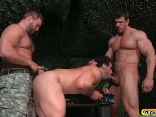 Gay sexo a três em o bootcamp
