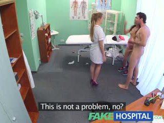 Fakehospital príťažlivé sestrička joins pár v trojka
