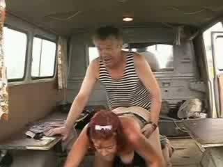 قديم homeless بحار قضيب drilling جنسي أحمر الشعر فتاة