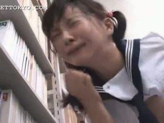 Cenzors - aziāti skolniece squirts un gets a sejas masāža es