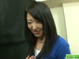 Jaapani küpseb: jaapani küpsemad abielunaine gets perses raske sisse the mäng.