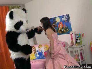 Teenaged fairy revived rotaļlieta panda un cocksuck