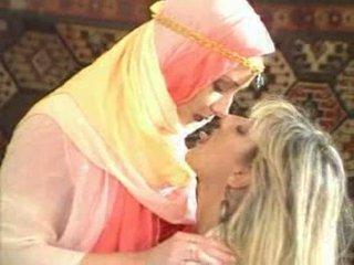 Arabic gaja temptatione fucke por loiro miúda