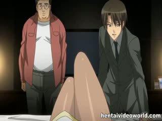 Simpatiska krūtainas anime skaistule banged