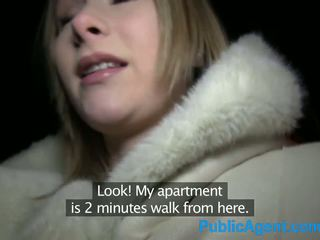 Publicagent vackra blondin fucks stor kuk i hotell rum