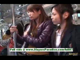 Zlaté ázijské naivka v the autobus