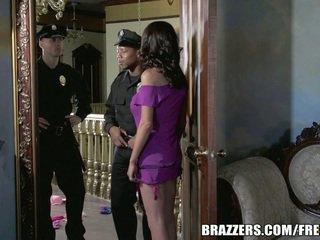 Manquer mckenzie wants à baise une flic. elle gets son souhaiter