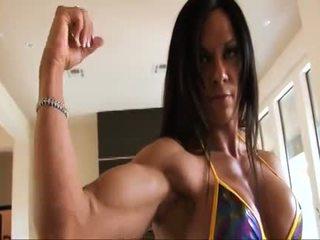 Tökéletes fitnesz muscle nő flexing neki erős ripped biceps
