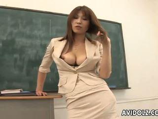 Karstās krūtainas ai kurosawa netīras skolotāja ar milzīgs