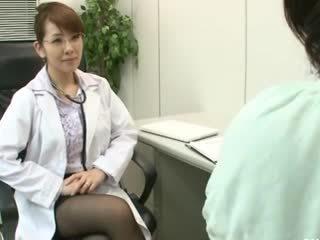 Lesbian gynecologist 2 bagian 1