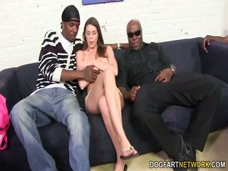 Brooklyn chase's eerste interraciaal gangbang
