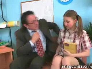 Irena was surprised questo suo insegnante has tale il gigante pene.