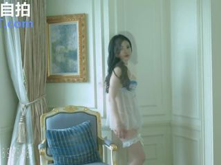 solo girl, skinny, high heels