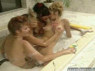 Anna malle 和 tiffany mynx 上 一 調皮 泡沫 浴室 session 同 一些 girlfriends