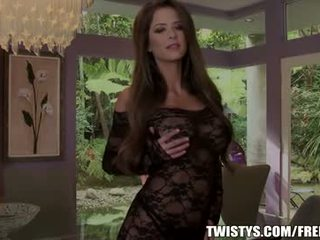 Emily addison strips fuori di suo bodysuit
