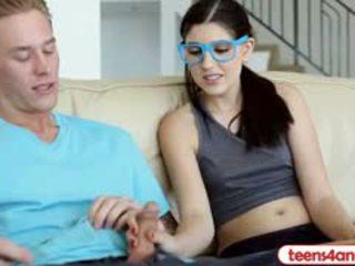 Virgin jovem grávida com óculos wants para ficar pure mas accepts anal