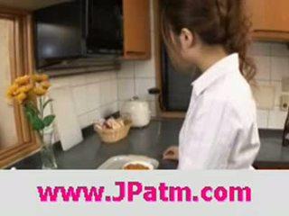 Hibik ohtsuki japans vrouw fucks in de keuken klem 1