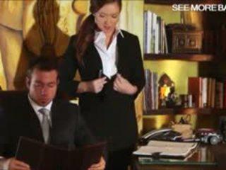 Slutty secrétaire maddy oreilly glamcore scène sur la bureau